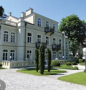 Guided tour in Villa La Fleur in Konstancin. We\'re visiting amaizing collection of Ecole de Paris.